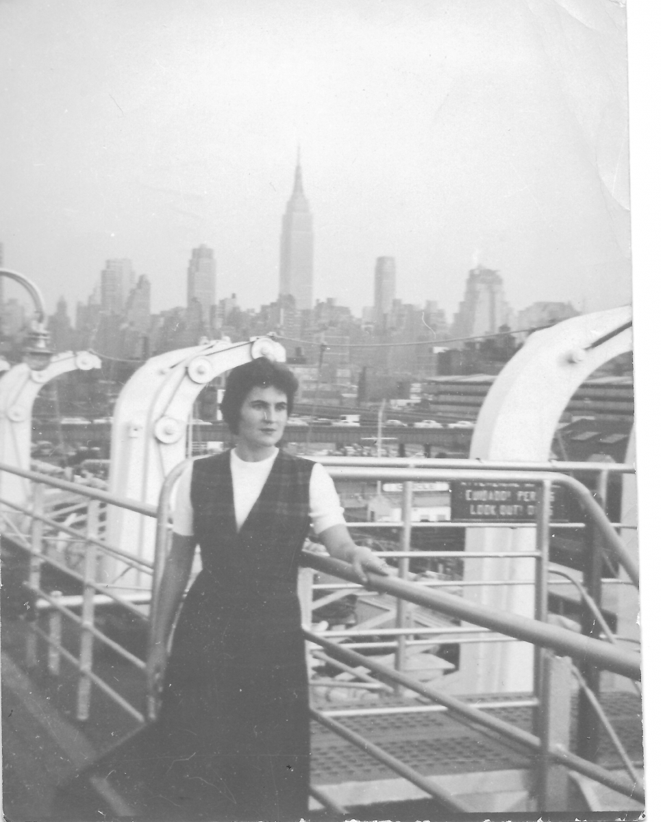 Lo skyline di New York accoglie Brunilde, 1955.