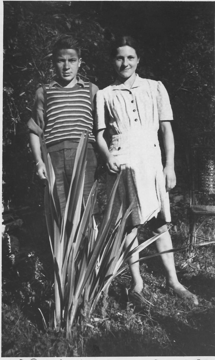 Una giovanissima Brunilde con il fratello Fernando, con cui condivise una movimentata ma divertente vigilia di Natale.